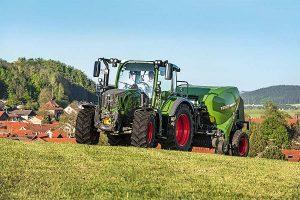 Fendt-Traktor mir Ballenpresse, © Fendt
