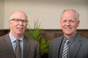 Kammerpräsident Gerhard Schwetje (links) und Kammerdirektor Hans-Joachim Harms (rechts), © LWK NDS / Wolfgang Ehrecke