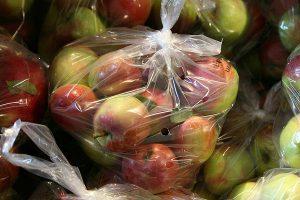 Äpfel in Plastiktüten, © getreidekonservieren.de