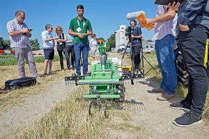 Insgesamt sechs Prototypen von Agrarrobotern hat das AIL im Sommer gemeinsam mit Landwirten in Feldversuchen getestet, © Georges Schneider
