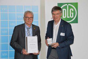 Medaillenverleihung an August Altherr (links), © DLG