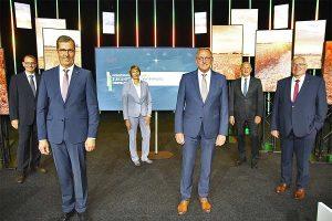 Zur virtuellen Hauptversammlung 2020 begrüßten (v. re.): AGRAVIS-Finanzvorstand Johannes Schulte-Althoff, AGRAVIS-Vorstandsmitglied Hermann Hesseler, AGRAVIS-Aufsichtsratschef Franz-Josef Holzenkamp, Friederike Brocks, stv. AGRAVIS-Aufsichtsratsvorsitzende, AGRAVIS-Vorstandsvorsitzender Dr. Dirk Köckler sowie AGRAVIS-Vorstandsmitglied Jörg Sudhoff, © AGRAVIS Raiffeisen AG