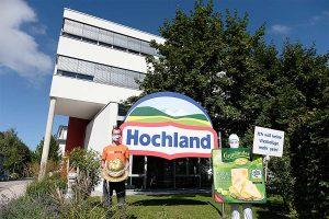 Aktion am Firmensitz von Hochland, © foodwatch
