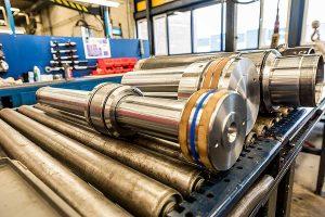 Zu den KRAMP Servicelösungen zählen zum Beispiel die Reparatur und Überholung von Hydraulikzylindern, © Kramp