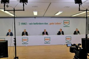 V.l.n.r.: Michael Göthner (Leiter kaufmännische Dienste), Martin Schuldt (RWZ-Vorstandsmitglied), Christoph Ochs (Aufsichtsratsvorsitzender), Christoph Kempkes (Vorstandsvorsitzender), Berthold Bützler (stellv. Aufsichtsratsvorsitzender), © RWZ